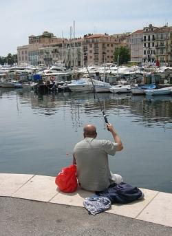 Angler im Hafen von Cannes
