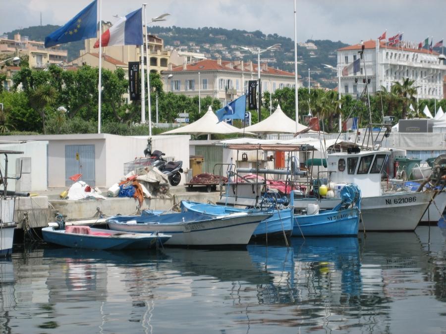 Fischerboote im Hafen von Cannes